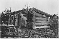 Cabin of Rex Beach, Rampart, Alaska. Same source as photo ^966. - NARA - 297812.jpg