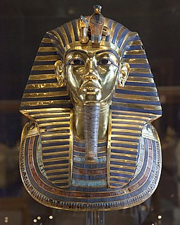 Tutankhamun's burial mask is one of the major attractions of the Egyptian Museum of Cairo CairoEgMuseumTaaMaskMostlyPhotographed.jpg