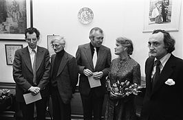 Jan Campertprijzen 1974. V.l.n.r.: Piet Buijnsters, William D. Kuik, wethouder De Wit, M. Vasalis en Hugues C. Pernath
