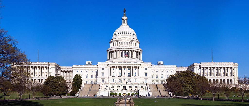 Vista completa de la fachada oeste del Capitolio de los Estados Unidos.