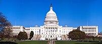 アメリカ合衆国議会議事堂上院 (左) 、下院 (右)