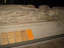 Gisant de Carloman Ier derrière celui d'Ermentrude, en la basilique de Saint-Denis.