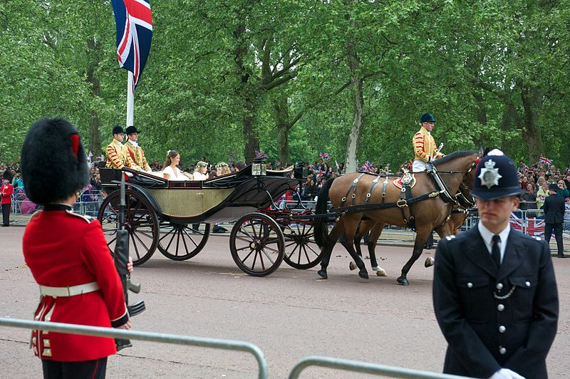 File:Carriage Wedding Prince William Kate Middleton 2.jpg