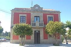 Casa consistorial de Catoira.jpg