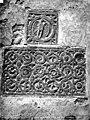 Cathédrale de la Nativité-de-Notre-Dame (ancienne) - Bas-reliefs encastrés dans le mur - Aigle et entrelacs - Vence - Médiathèque de l'architecture et du patrimoine - APMH00003260.jpg