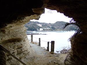 Yoshida Shōin - The cave where Yoshida hid overnight before trying to board a 'black ship'.