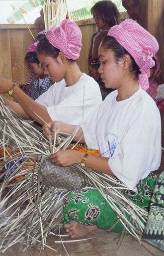 Kratié Province - Cham woman weaving baskets
