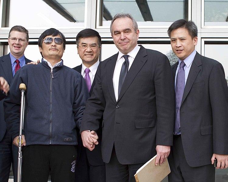 File:Chen Guangcheng with Kurt Campbell and Gary Locke at US Embassy May 1, 2012.jpg