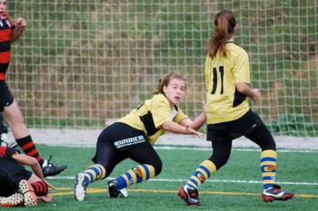 English: Rugby Girls castelldefels Español: Ch...
