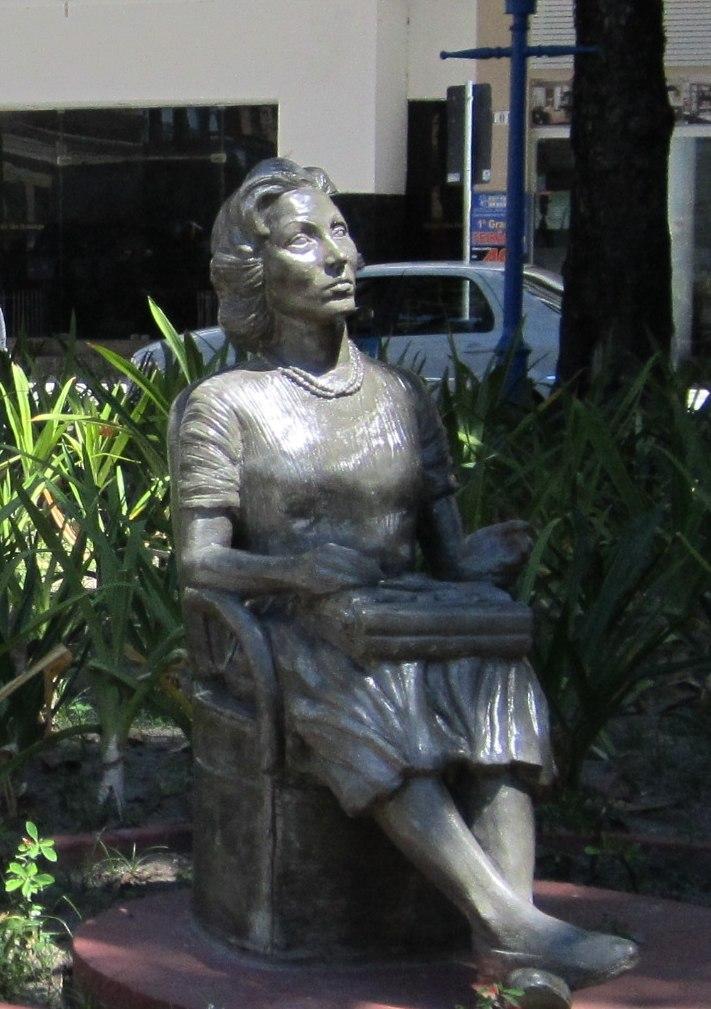 Clarice Lispector statue