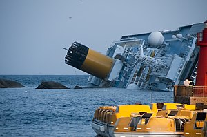 Collision of Costa Concordia 5.jpg
