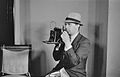Conrad Poirier 1939 avec appareil.jpg