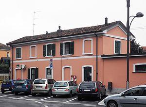 Cormano-Brusuglio railway station - Image: Cormano stazione ferr lato strada