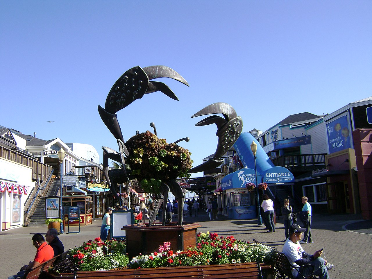 File crab statue pier 39 jpg wikimedia commons for Fishing store san francisco