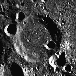 Bellinsgauzen (crater) - Image: Crater Bellinsgauzen LROC image