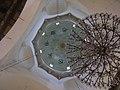 Damaskus, Omayadenmoschee, Luster im Innenraum (38674737012).jpg