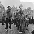 Dansdemonstratie op de Dam boerendansers uit Markelo geven demonstratie op de …, Bestanddeelnr 911-0861.jpg