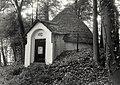 De voormalige ijskelder bij het bejaardentehuis De Rijp te Bloemendaal. Aangekocht in 1987 van United Photos de Boer bv. - Negatiefnummer 25676 k 5 a. - Gepubliceerd in het Haarlems Dagblad , NL-HlmNHA 54015609.JPG