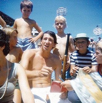 Derek Randall - Randall signing autographs in 1978