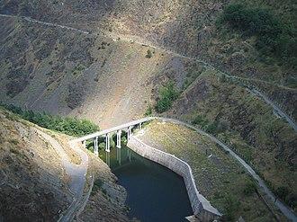 El Atazar Dam - Image: Después del embalse del Atazar