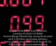 File:Display VSON WP6910 (air detector) -Location 45.44234 10.96862 Verona (Borgo Milano) Italy, strong burnt smell -pm2,5 OUTdoor particulate pollution, polveri sottili, smog (smoke heating systems???) -2020 04 02 (hour20 15).webm