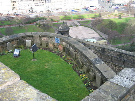Soldiers' dog cemetery at Edinburgh Castle Dog cemetery.jpg