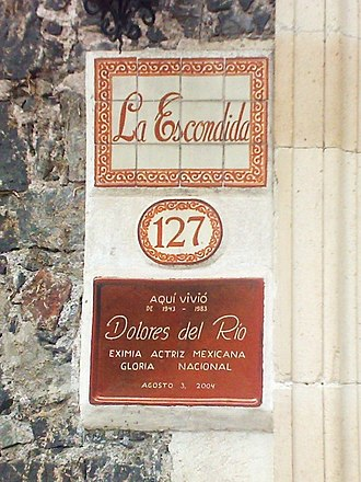 Dolores del Río - Commemorative plaque at the house where del Río lived in Coyoacan, Mexico City. The plaque reads: Here lived from 1943 to 1983 Dolores del Río, eminent Mexican actress, national glory