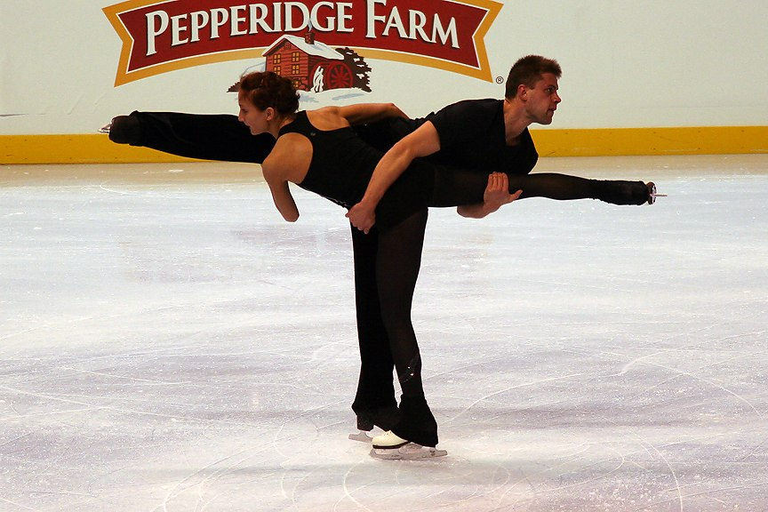 Dominika Piatkowska & Dmitri Khromin Spin - 2006 Skate America