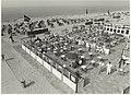 Een van de terrassen op het Zandvoortse strand. NL-HlmNHA 54005271.JPG