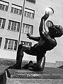 Ernst Suter (1904–1987) Bildhauer, Kampf mit dem Engel, 1947, Standort, Schulhof des Wirtschaftsgymnasiums Basel, Schweiz (4).jpg