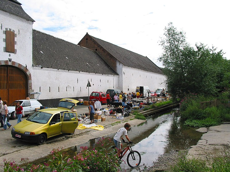 Estinnes-au-Val (Belgium), rue Rivière, 82 - The Willliot Farm (XVIIIth century) and the ford on the Estinnes brook.