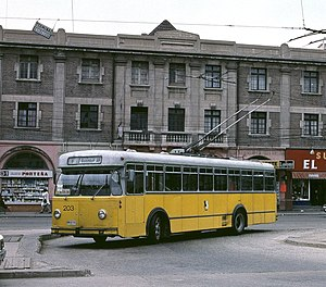 Trolleybuses in Schaffhausen - The Berna-built Schaffhausen trolleybus no. 203 from 1966, shown here in service on the Valparaíso trolleybus system in 1996, still in its old livery.