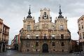 Fachada del ayuntamiento de Astorga.jpg