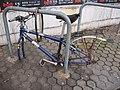 Fahrrad-Leiche, Abstellanlage neben dem Nordausgang, Bhf. Düren, 03.01.2015 - panoramio.jpg