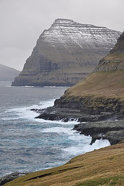 Faroe Islands, Viđoy, eastern shore with Talvborđ, 557 m.jpg
