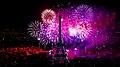 Feu d'artifice du 14 juillet 2012 sur le sites de la Tour Eiffel et du Trocadéro.jpg