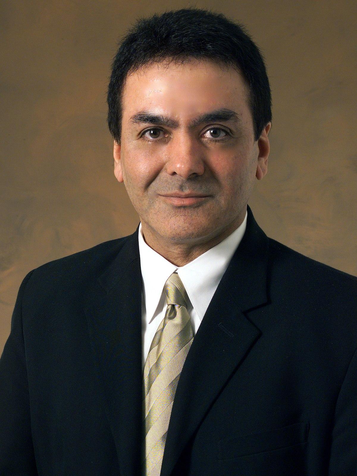 فیروز نادری - ویکیپدیا، دانشنامهٔ آزاد