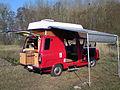 Ford-Transit-rot-2,4-l-Diesel-Wohnmobil-von-1983-Hochdach-Hubdach-Heckklappe-offen.jpg