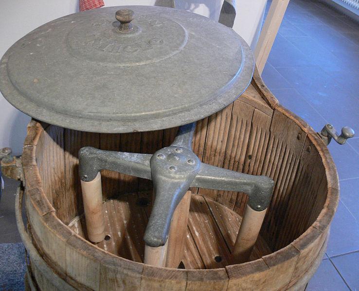 File:Frühe Miele-Waschmaschine 2.jpg