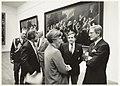 Frans Halsmuseum, bezoek van Mr. Pieter van Vollenhoven. Midden Mw. A. van Grevenstein, rechts naast haar museumdirecteur Dick Snoep. NL-HlmNHA 54020716.JPG