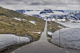 Norwegian County Road 55 - Image: Fv 55 road at Sognefjellet, 2013 June