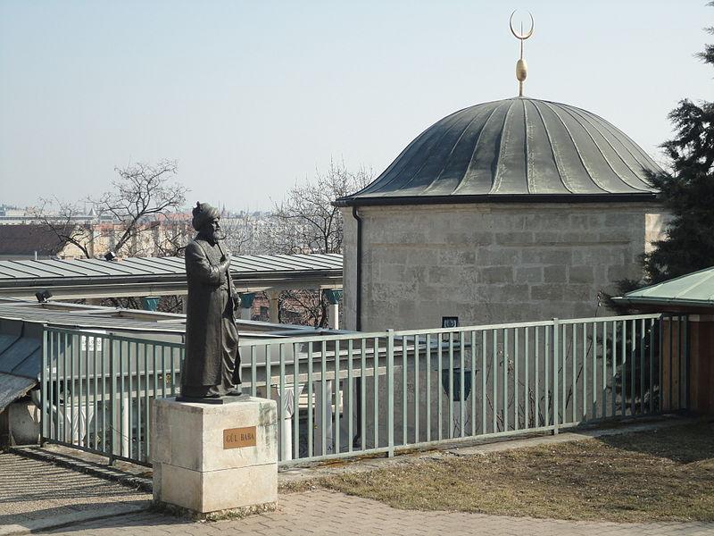 File:Gül Baba türbéje (a szoborral) 2011-ben.JPG