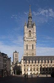 Gent, het Belfort oeg24555 met de Sint-Niklaaskerk oeg25149 op de achtergrond IMG 0613 2021-08-15 09.37.jpg