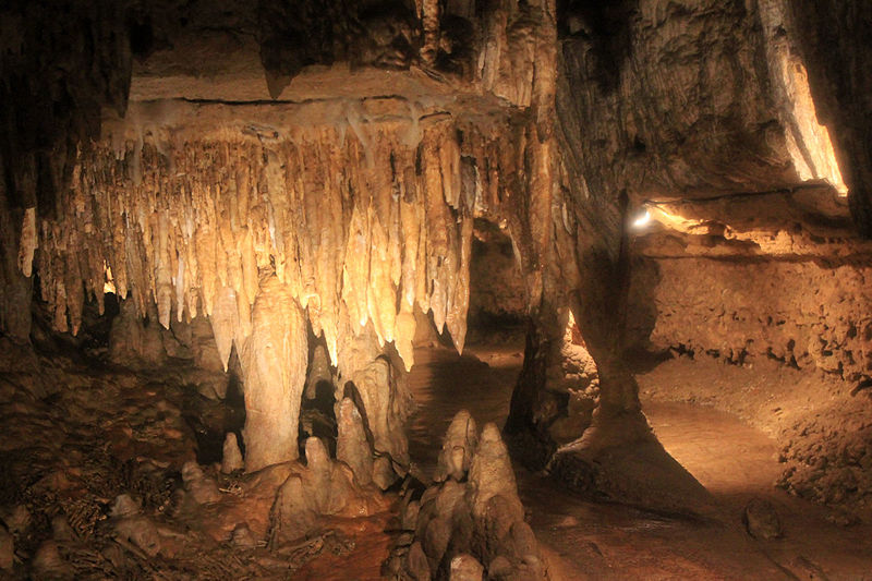 File:Gfp-wisconsin-cave-of-the-mounds-more-stalactities.jpg