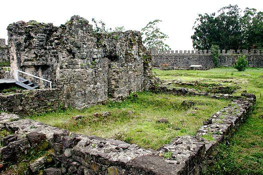 https://upload.wikimedia.org/wikipedia/commons/thumb/2/27/Gonio_Castle.jpg/525px-Gonio_Castle.jpg