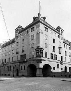 Grand Hotel Royal 1909 entrance.jpg