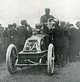 Grand Prix de l'ACF 1906, ravitaillement de Ferenc Szisz (première journée).jpg