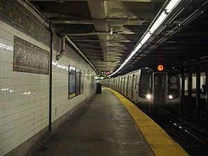Grand Street (BMT Canarsie Line) - Southbound platform