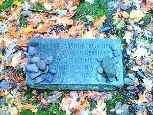 Annandale-on-Hudson, New York - Image: Grave Hannah Arendt