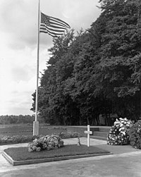 Gravesite of Gen. George Patton at the American Army Cemetery in Hamm, Luxembourg.jpg